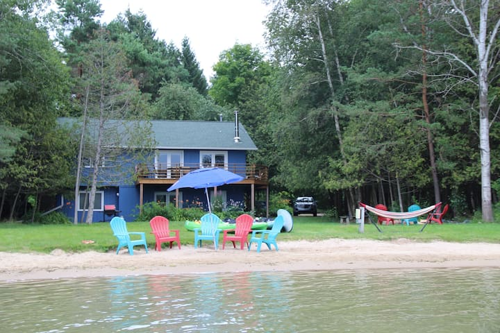 Relaxing Year-Round Lakefront Retreat!