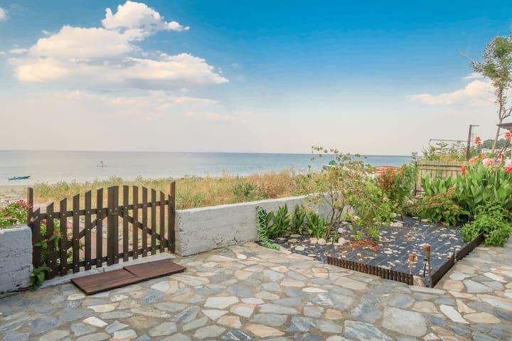 Beach House on the sand! Direct beach access.