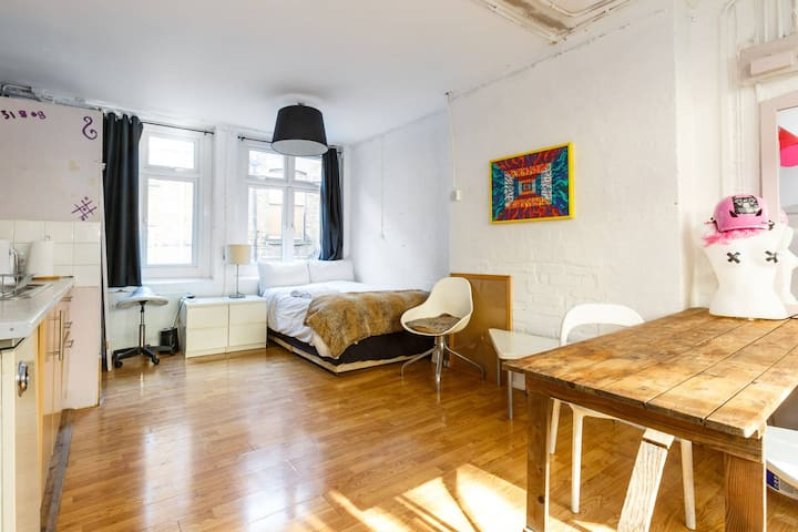 Hoxton square affordable apt for  self isolation