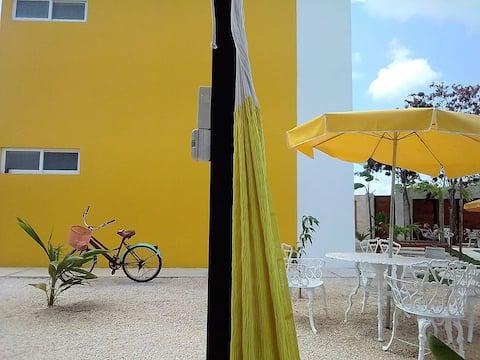 apartamento  con balcón y plus alberca en jardín