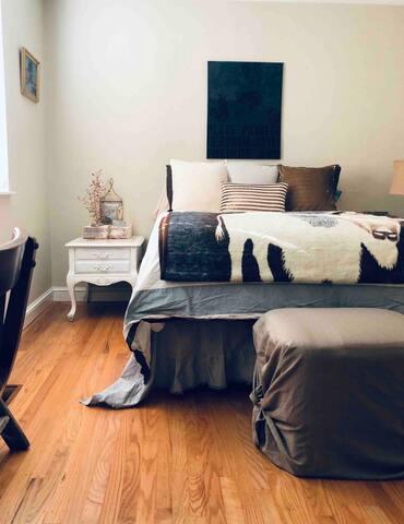 Comfortable/Quiet Bedroom/Bath Coffee/Tea/Pastries