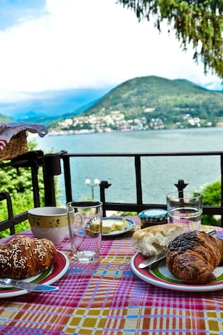 A cosy place directly at Lago di Lugano