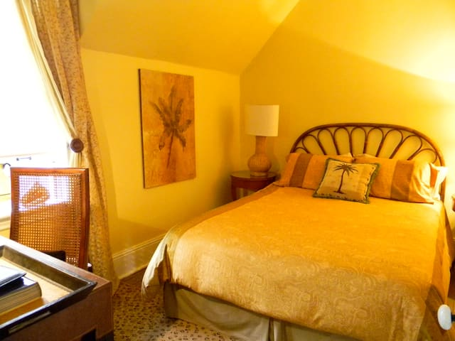 Century Home 2 bedrooms and Lounge - Gravenhurst - Casa