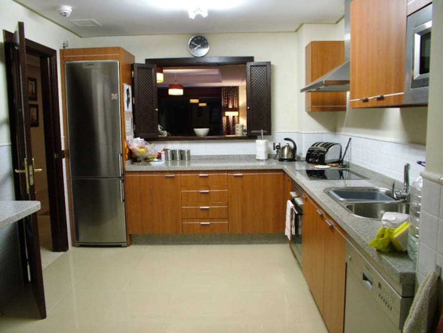 Superbly equipped fitted Kitchen