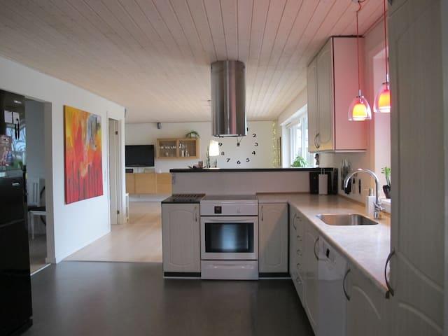 Lys villa med plads til 8 i nærheden af Legoland - Varde - Casa de camp