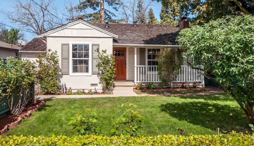 Cozy Bedroom in Historic Cottage near Woodside Rd. - Redwood City - Huis