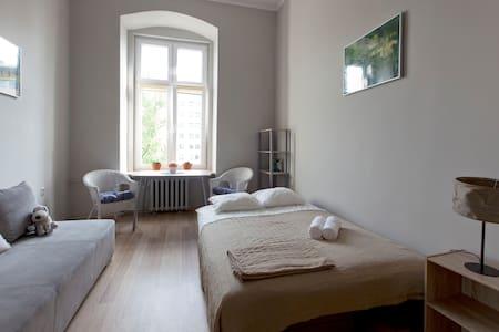 Room in Beautiful Old Post-German Building - Wrocław