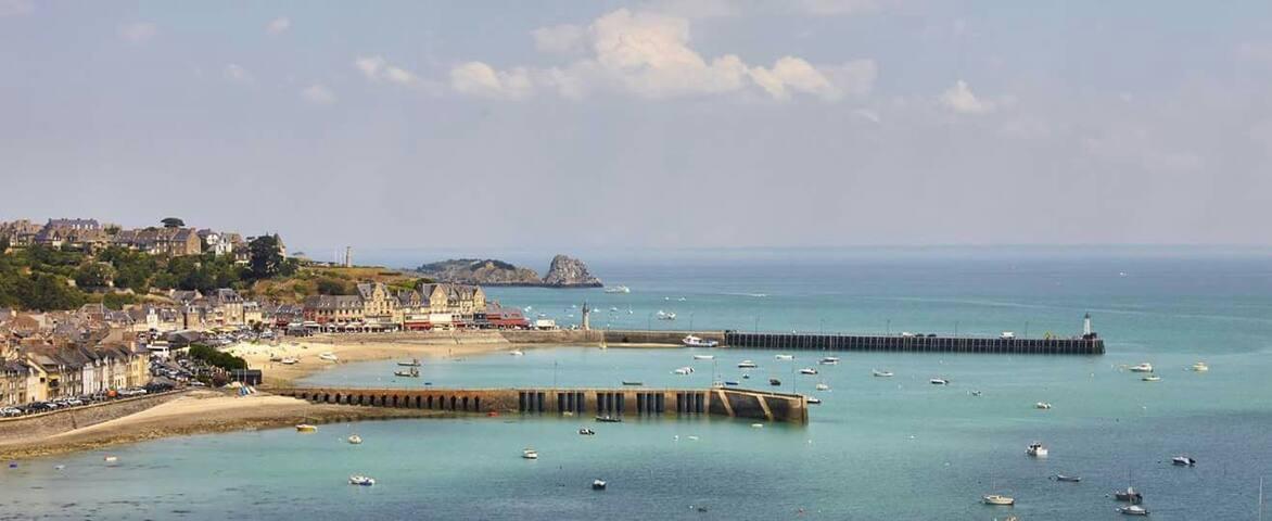 Chambres sur le Port de Cancale.