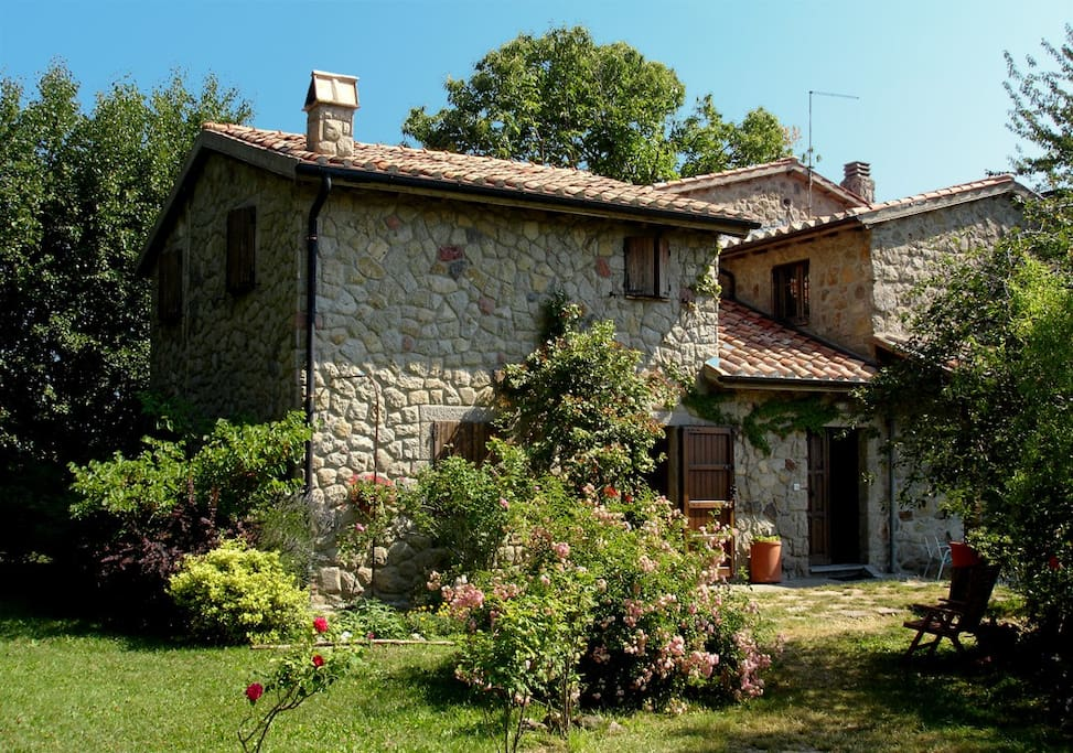 Tuscany stone farmhouse houses for rent in abbadia san for Rent a house in tuscany