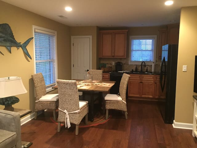 adorable apartment for derby weekend - 克雷斯特伍德(Crestwood) - 獨棟