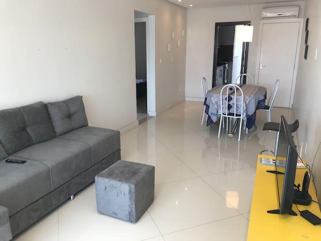Lindo apartamento 2 quartos com ar a 100m da praia