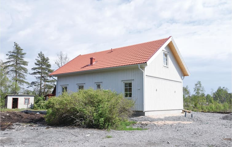 Holiday cottage with 3 bedrooms on 75m² in Mellerud