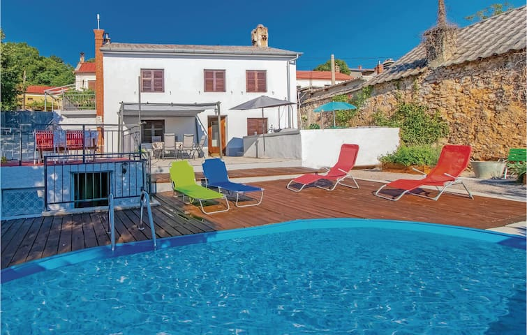 Holiday cottage with 4 bedrooms on 94m² in Hreljin