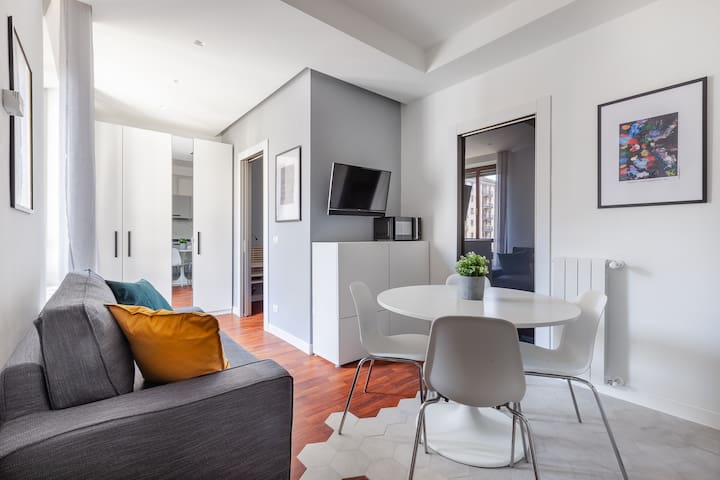 Central flat in Porta Venezia (Wifi-Metro-Center)