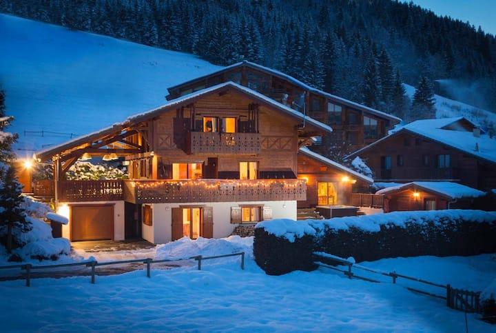 Gorgeous 2-bed apt amazing location beneath pistes