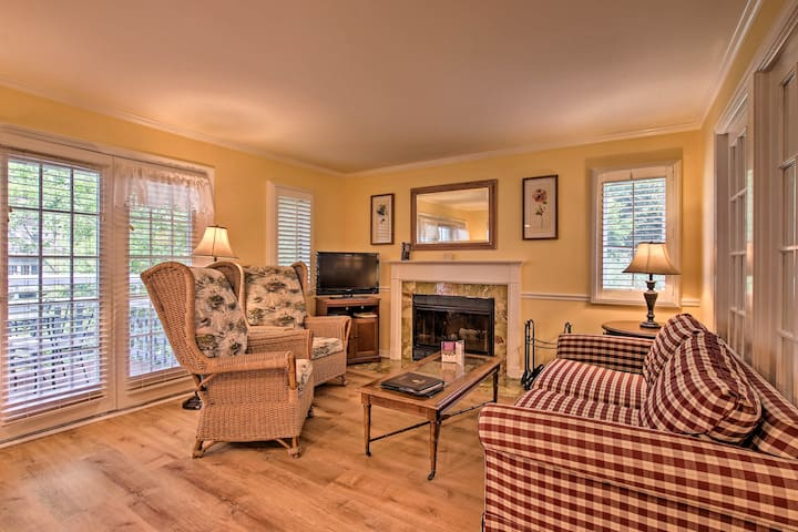 NEW! Norwich Condo on Golf Course - 6mi to Casinos