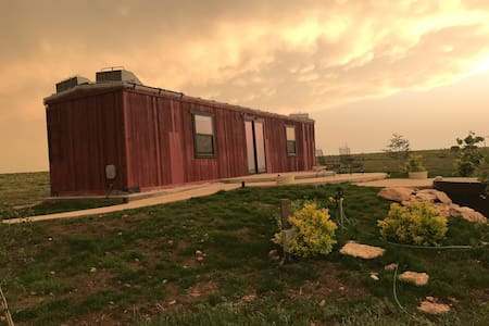 Wallace Ranch Boxcar Bunkhouse - Hot Tub !