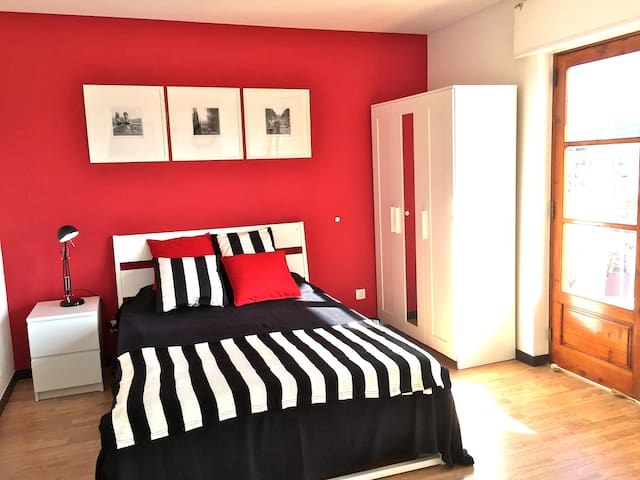 Great red studio with balcony 4A - Coimbra