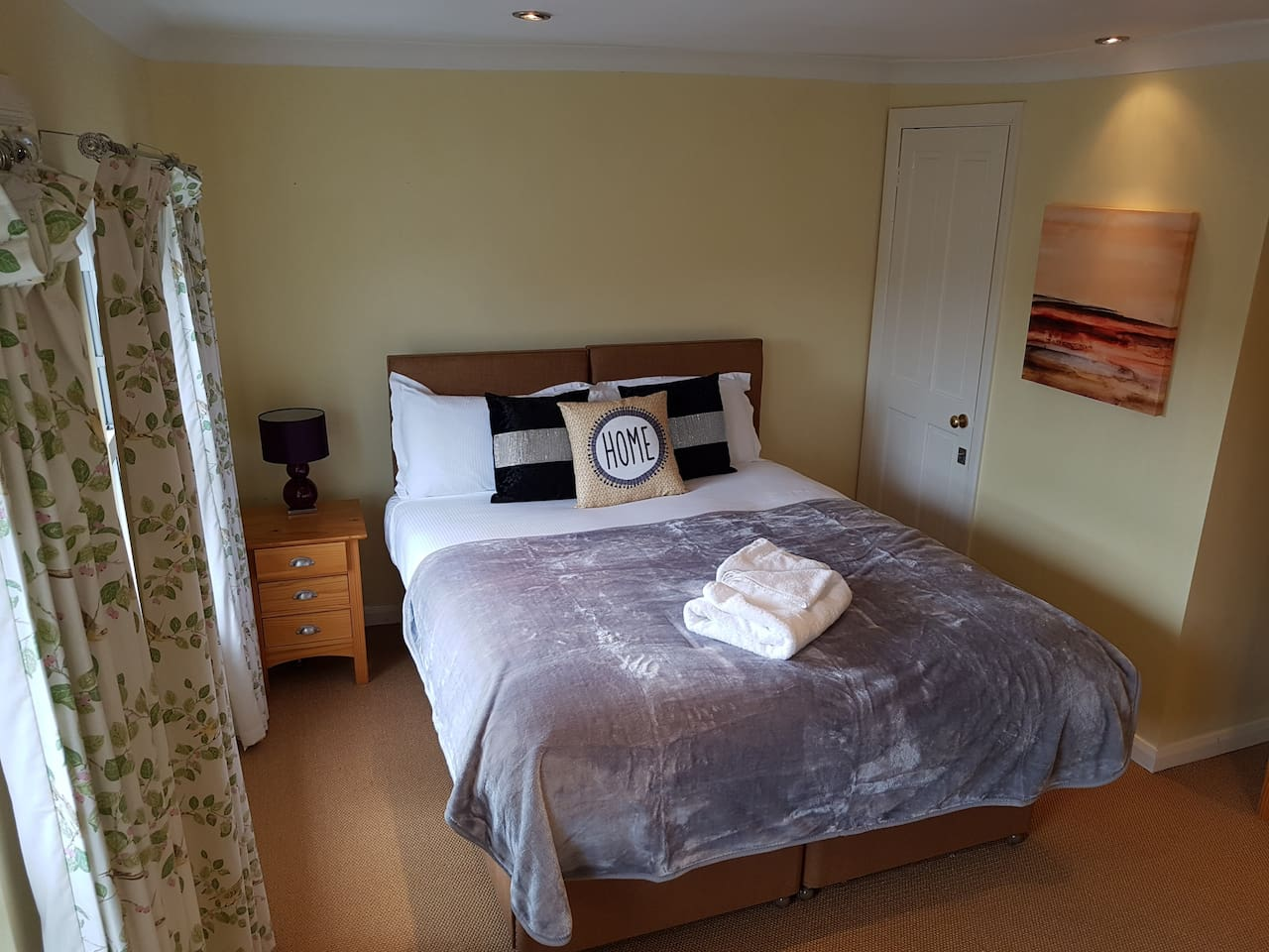Bedroom 4 - twin or king bed - TV