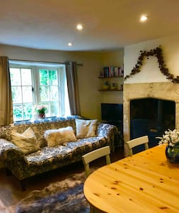 Charming 1750s 4 bed cottage nr Bath, Cotswolds