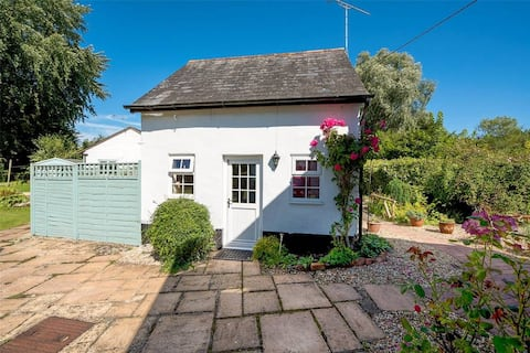 Beekeepers cottage, a cosy retreat by the stream