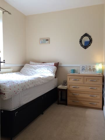 Quiet & good value single room - Oxford - Huis