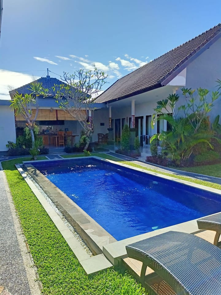 Holly Guest House,Canggu/quite and beautiful place