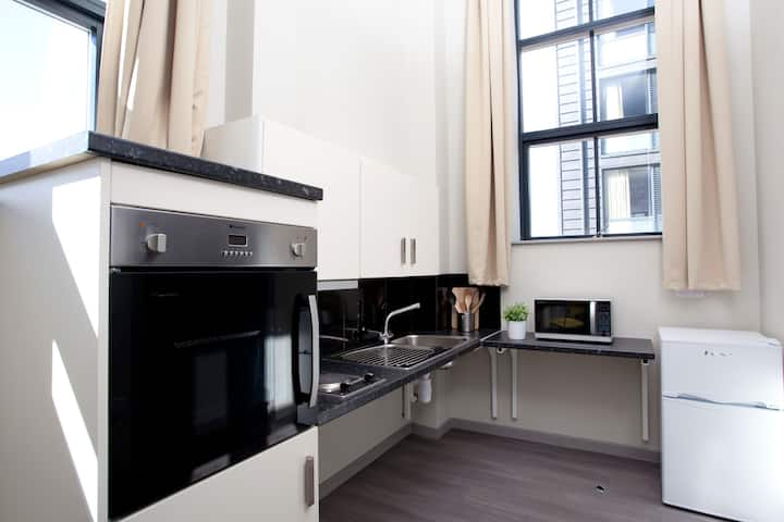 Student Only Property: Pretty Classic accessible studio - LOS 12 months 10% off