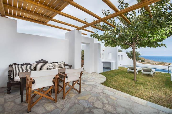 Villa Vorias in Santorini