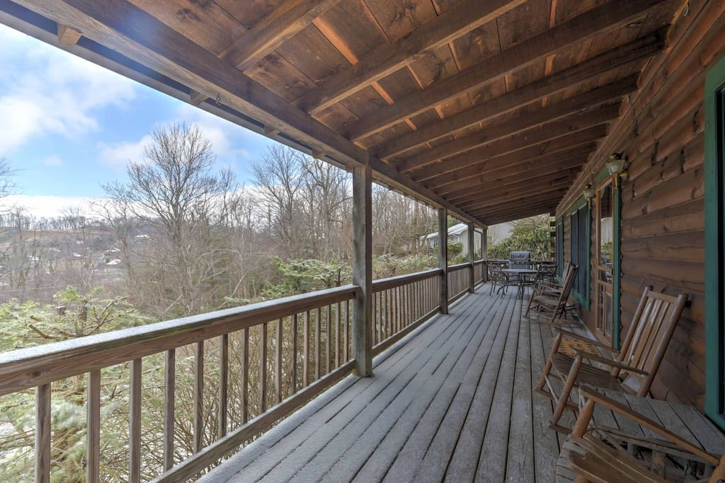 New 2br boone cabin on spacious lot w large deck for Cabin rentals in boone north carolina