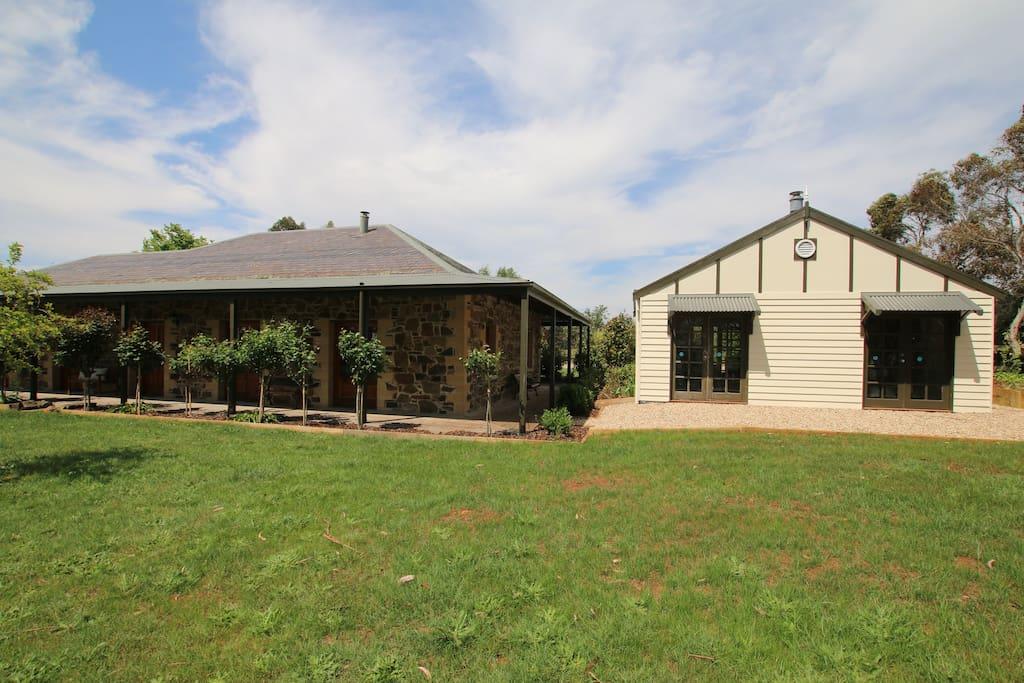 Stoneleigh 4 bedroom cottage and studio