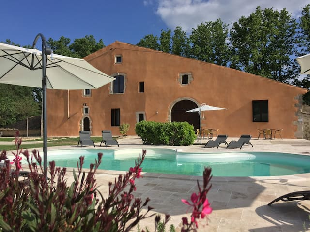 B&B with pool in center Luberon Park,double room1