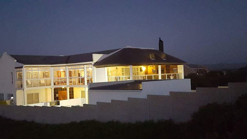 White House Pearly Self Catering Holiday Home