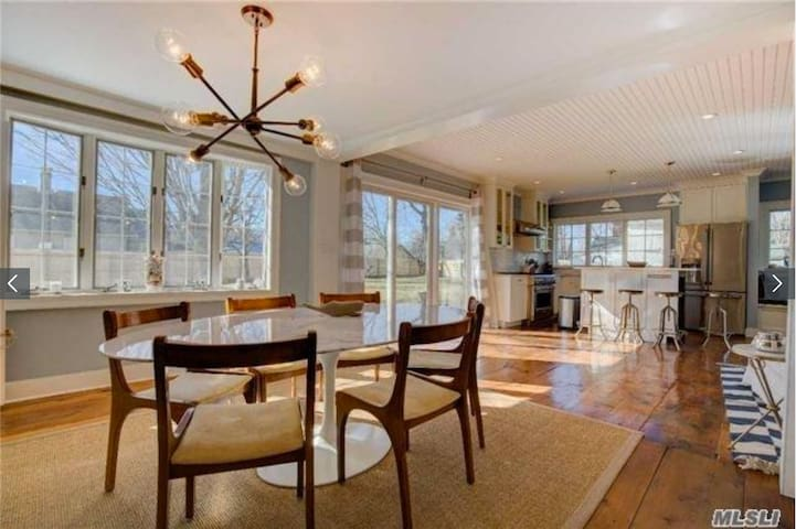 Open concept dining room/kitchen