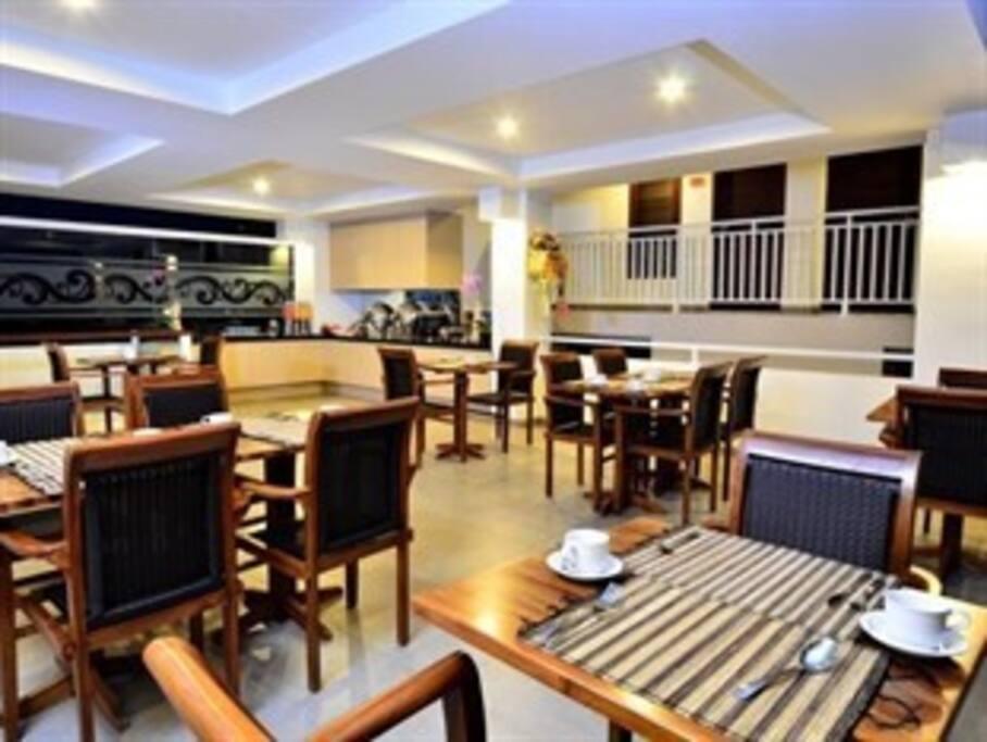 Restoran yang nyaman dan bisa untuk lebih dari 20 tamu.