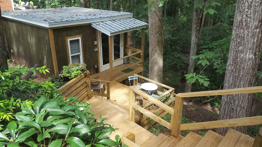 Creekside Cabin in the city