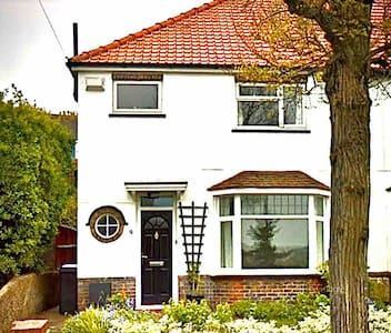 Bright and Airy 2 Bed Semi in Eastbourne Old Town