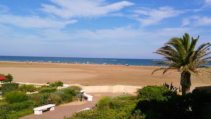 Appartement vue sur mer et sur plage de sable fin