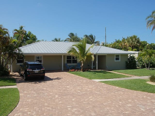 Nicely appointed pool house 1 mile to Beach - Hobe Sound - Rumah