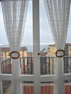 Ampio appartamento vista mare - San Terenzo - Квартира