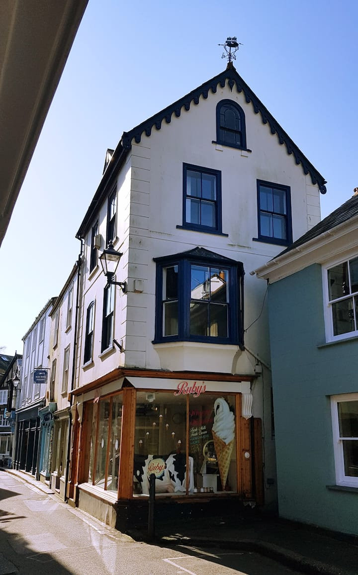 Ice Cream Dreams, 4 bed, in the heart of Fowey!