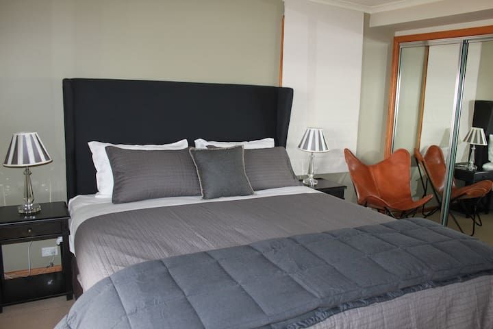 King Bed 2
