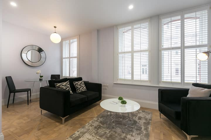 Bright, Modern & Spacious Flat in great building