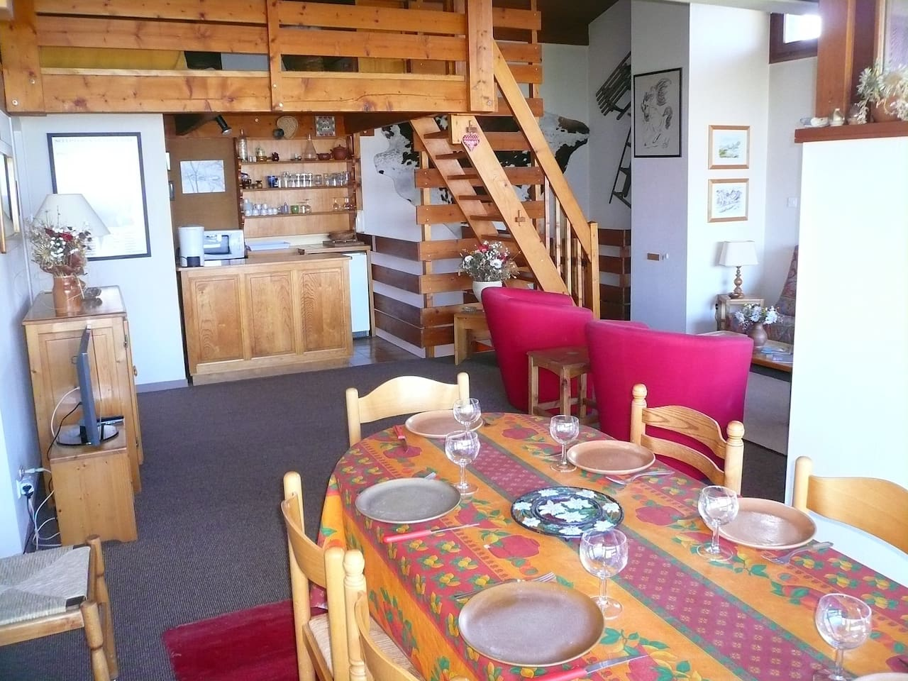 Come and stay in our cozy duplex apartment in Combloux!