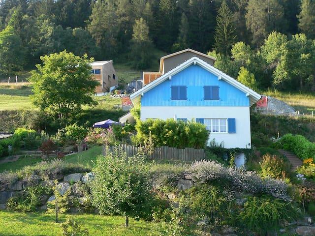 schönes 1 Familienhaus in den Alpen - Trin - Dům