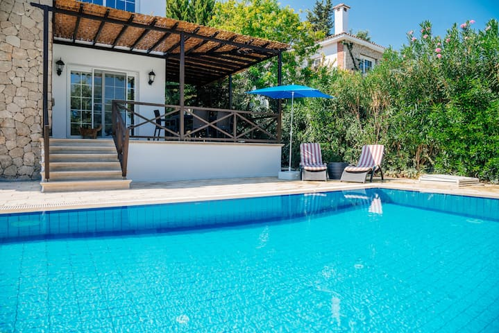 Gorgeous three bedroom villa near olivium restaurant
