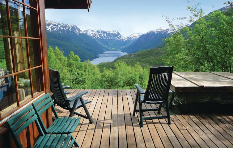Holiday cottage with 5 bedrooms on 100 m² in Røldal