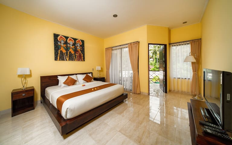 The room 32 qm with balcon view garden and waterpool