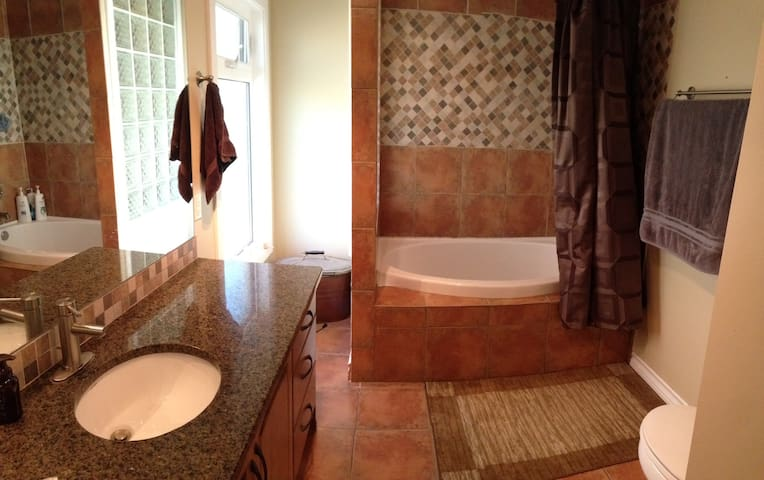Master ensuite with soaker tub & shower