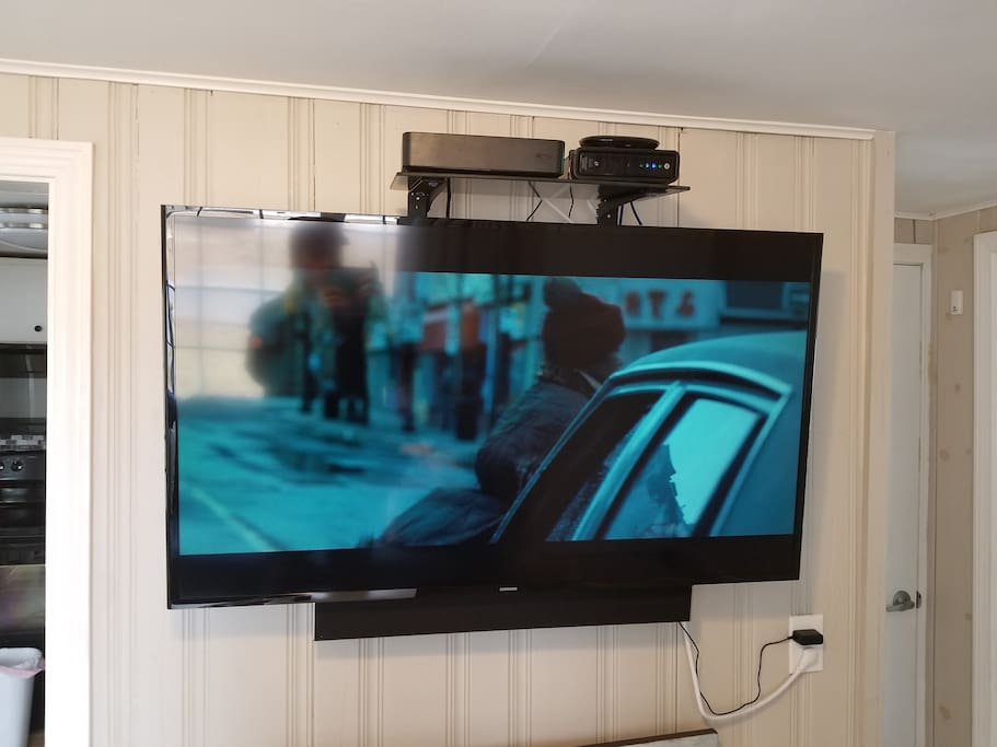 50 Inch Smart TV, High Speed Wifi/Cable/Sound Bar + Netflix